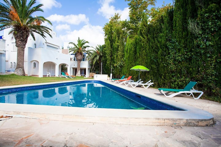 Elegant Holiday Home in Cala d'Or with Swimming Pool