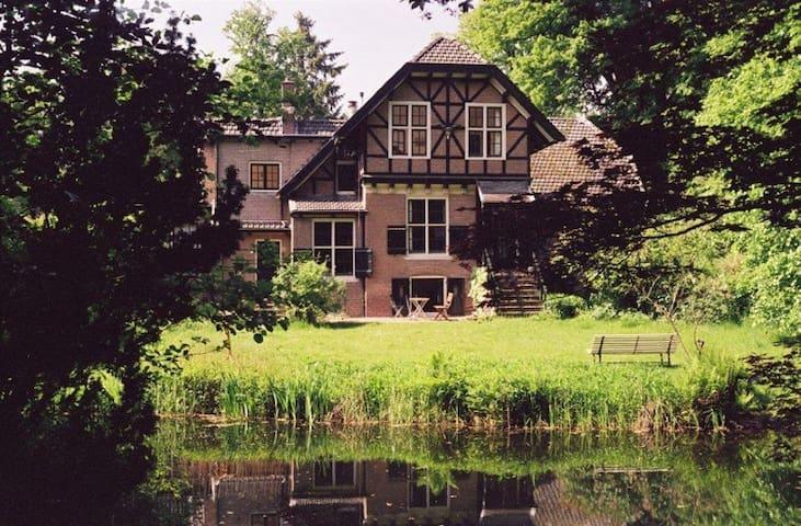 Koetshuis Kasteel Groot-Hoenlo - Olst - House