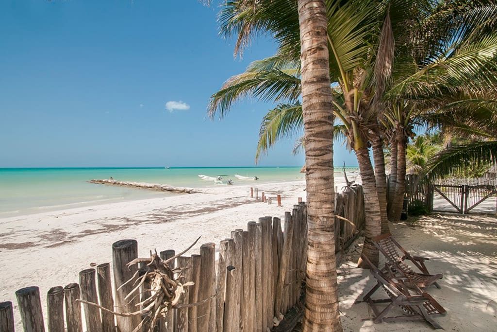 Holbox island beachfront villa houses for rent in holbox for Villas quintana roo