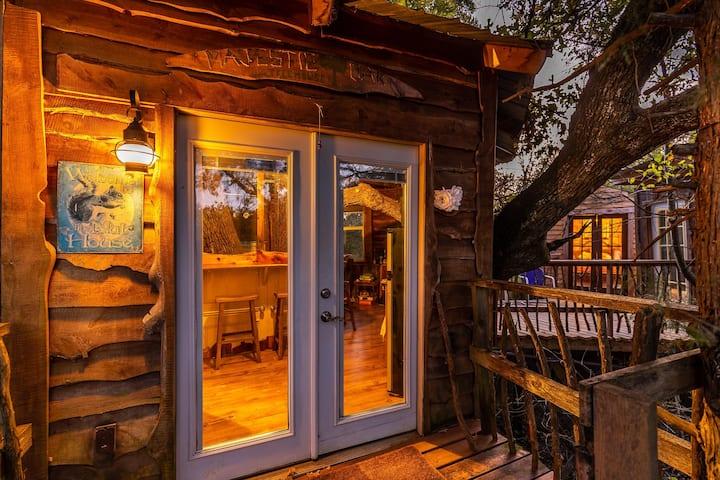 Majestic Oak Treehouse