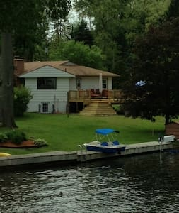 Charming Lakehouse 4 bdrm, 2.5 bath - Coloma - Dom