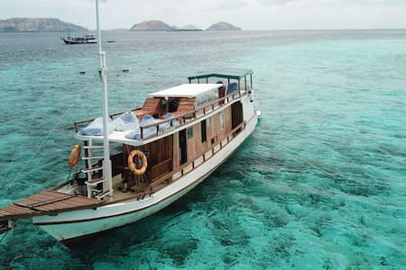 Boat 501 Komodo Cruise for 6 - 10 Persons