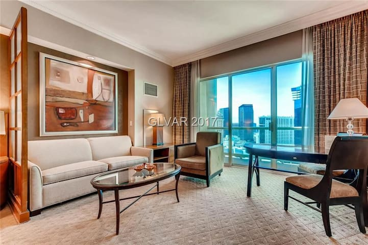 Penthouse condo MGM Signature - with balcony