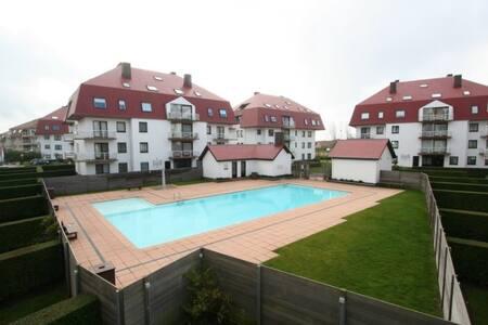 Gezellige studio met prive zwembad 300m strand - Middelkerke - Lakás