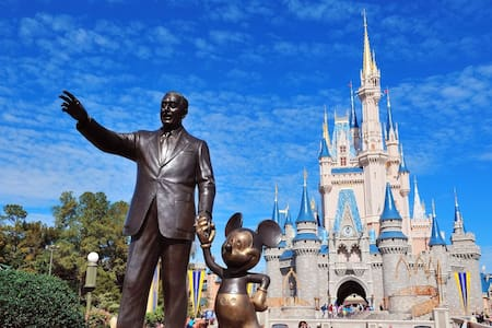 NICE ROOM NEAR DISNEY + BREAKFAST (Y EN ESPAÑOL) - 公寓