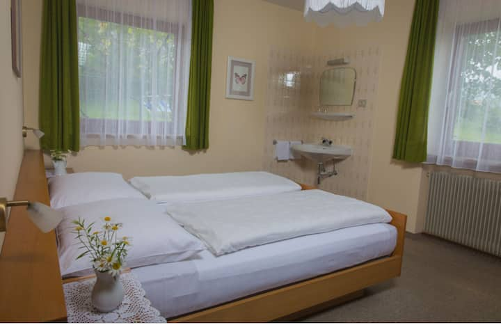 """Charming Apartment """"Ferienwohnung 4 VIKOLER"""" with Mountain View, Wi-Fi, Balcony & Garden; Parking Available"""