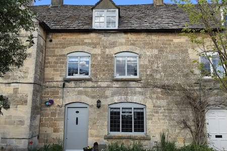 Cotswold Cottage, Minchinhampton - Hus
