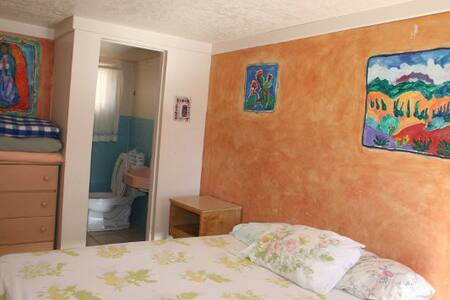 Private Rm w/ Half Bath [D] Santa Fe Int'l Hostel