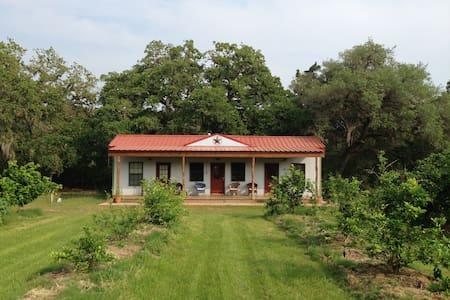 Stay at Idyllic Organic Family Farm - Edna