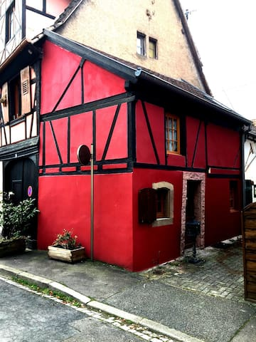 Typical Small House in the Obernai city center - Obernai - Casa