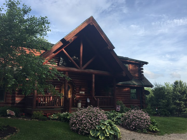Honey Pine Lodge- Entire home sleeps 12 plus.