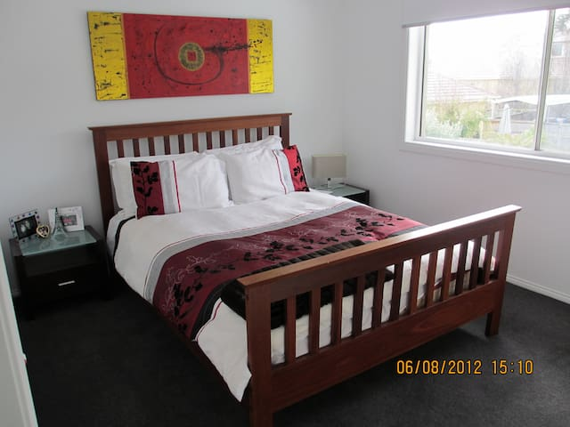 Spotless accom close to beach - Black Rock - Hus