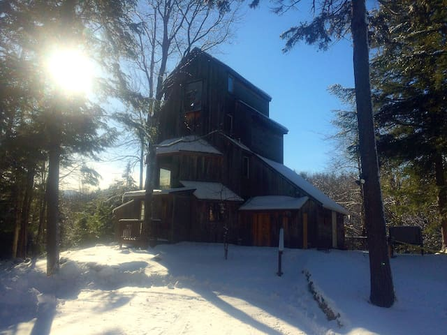 Vermont Treehouse! Romantic getaway for adults. - Johnson - Gästehaus
