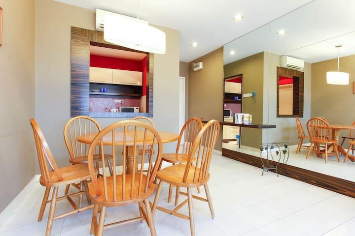 Charming 3BD KL Apartment near LRT - Kuala Lumpur - Lägenhet