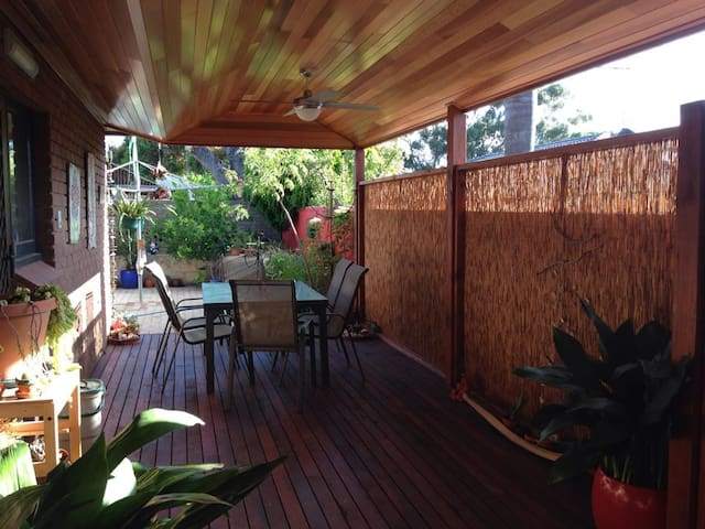 Eco House close to Fremantle - Palmyra - Bed & Breakfast