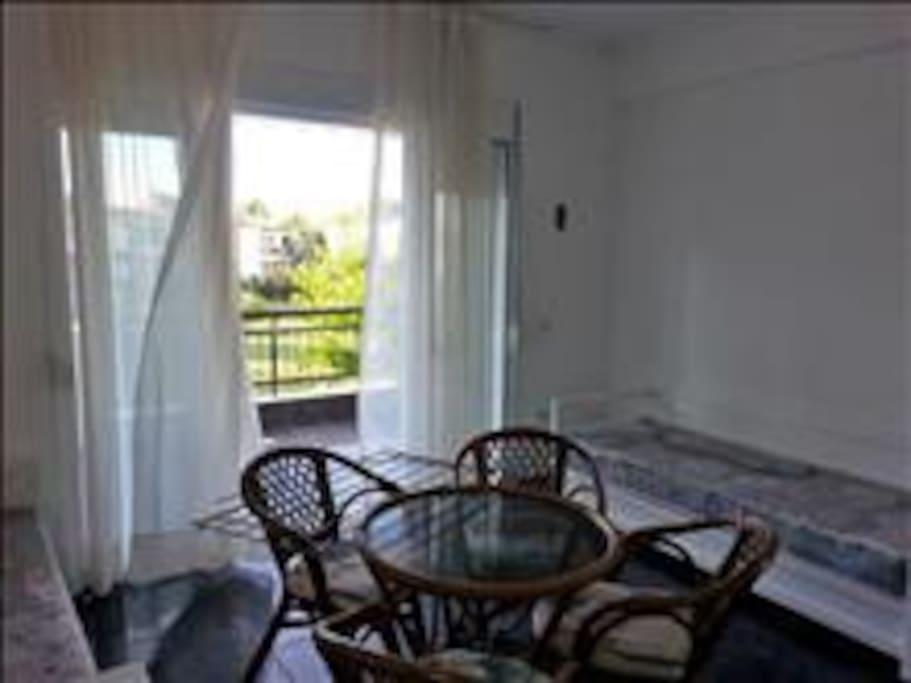 Гостиная с большим балконом