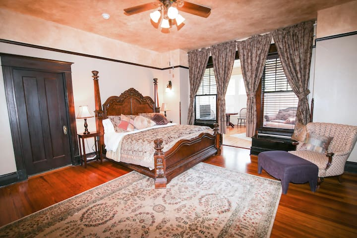 Iron Horse Inn (Cogdell Suite)