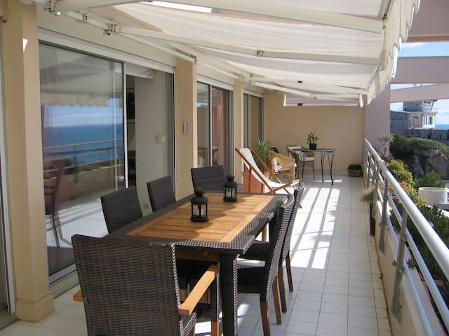 Luxury apartment facing the Mediterranean