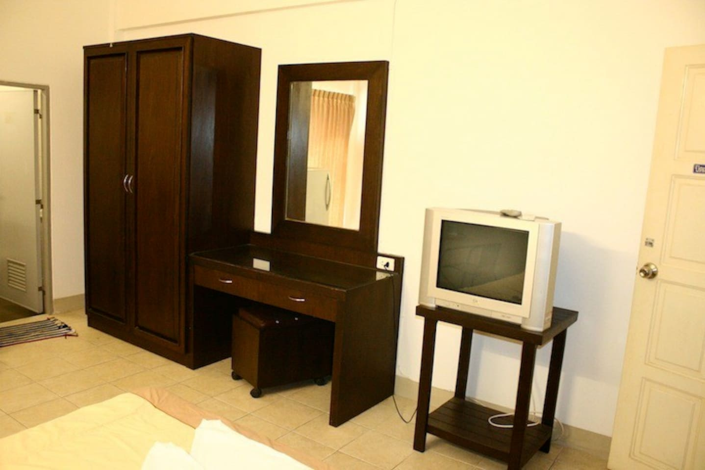 Room with fully furnished, cable TV, refrigerator, free wifi in room, water 2 bottles per day