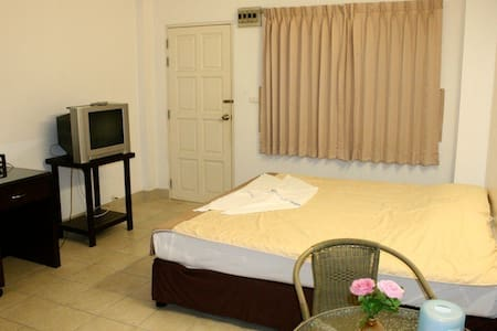 Ekkamon Mansion have Fan room - Phuket - Departamento