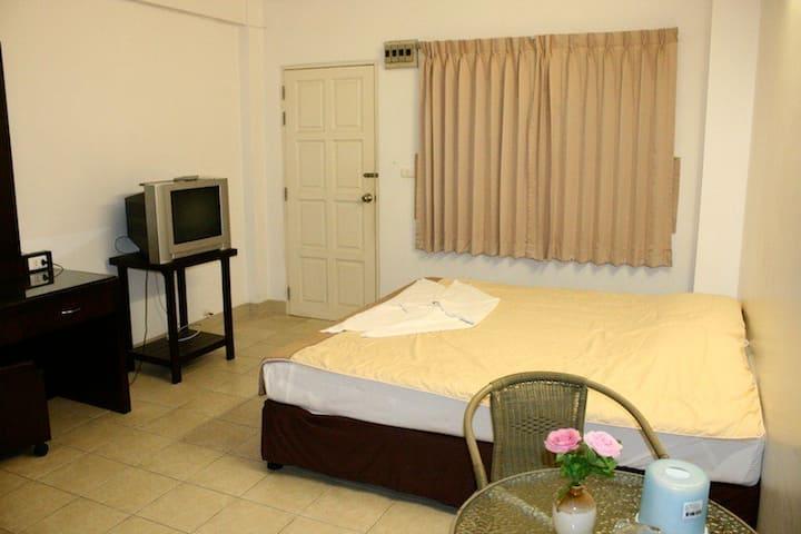 Ekkamon Mansion have Fan room