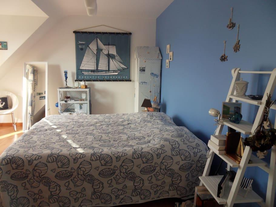 Chambre à l'étage, avec balcon (voir première photo)