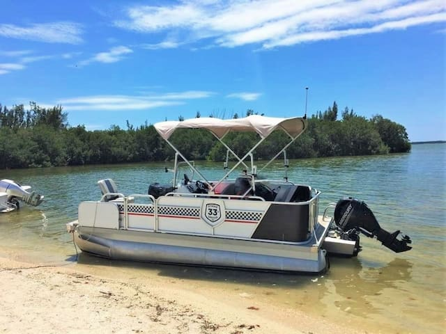 Pontoon Boat for rent (located in Matlacha) / Pontoon Boot zum mieten (in Matlacha)