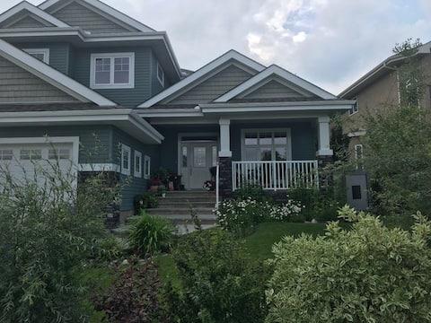 Spacious and welcoming home awaits you!