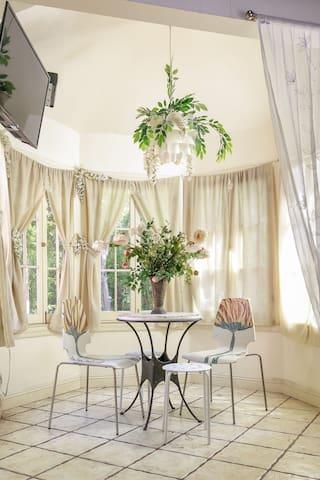 ● UNIQUE Romantic 1BR loft@Venice  short/Long stay