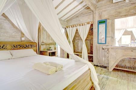 Antique garden cabins with HEART! 3 - Denpasar - House