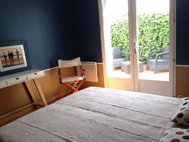 Chambre privée. Maison proche plage à St Gilles.