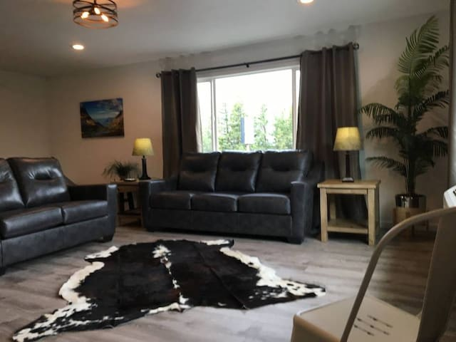 Grizzly Den Apartment