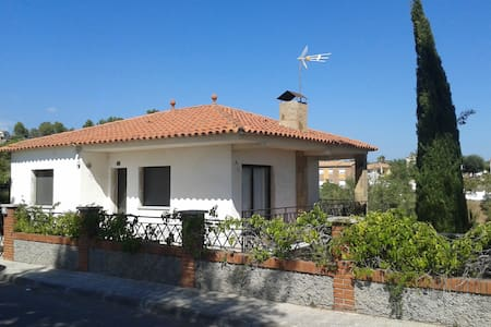 Casa con piscina a 35 min. de Barcelona - Abrera - Haus