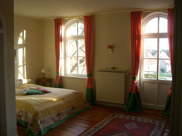 Das 'Liebermannzimmer' im Ottersburger Gutshaus - Tangerhütte