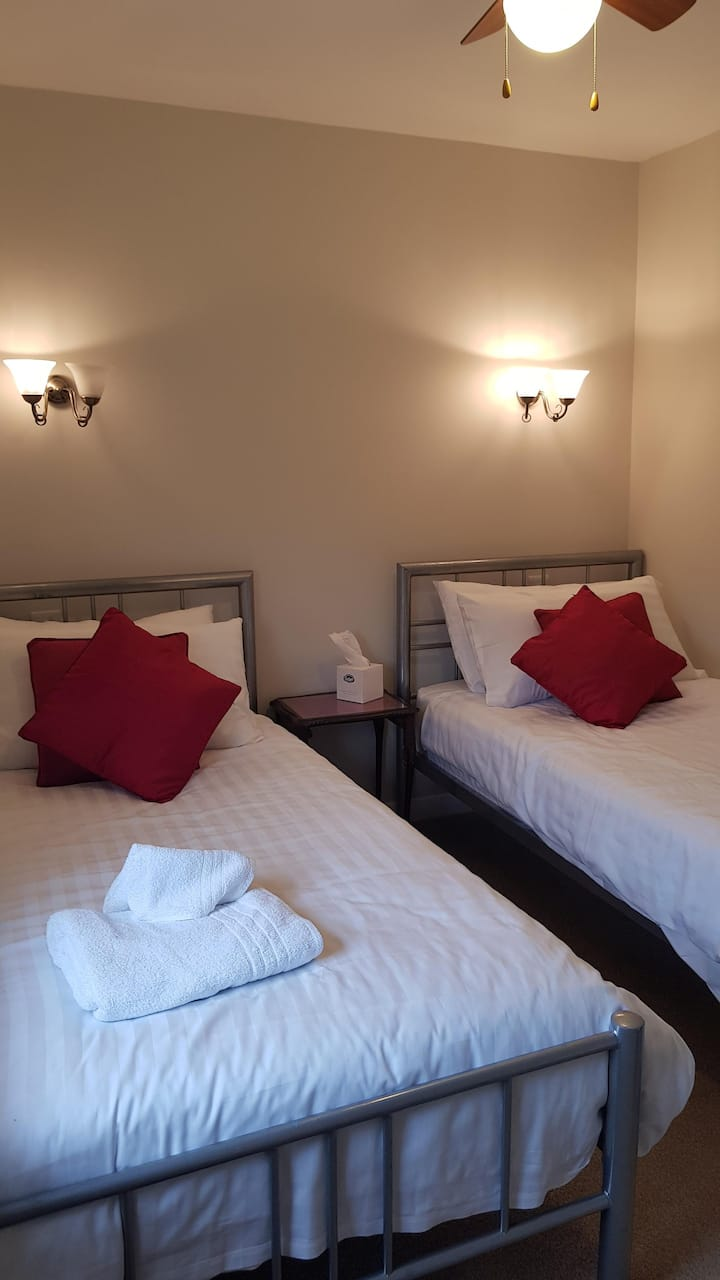 Five Bells Wickham | Twin Room
