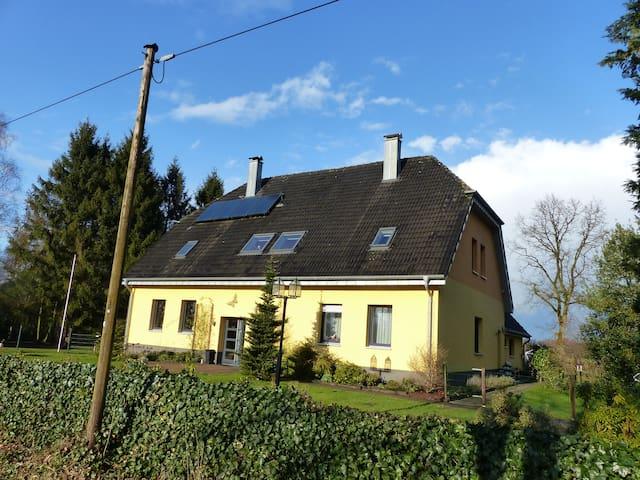 Das gelbe Zollhaus 1 bis 7 pers. 4 schlafzimmer