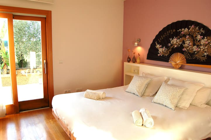 Luxury Country Villa w/Pool & private bathroom Rm1 - Ibiza - Bed & Breakfast