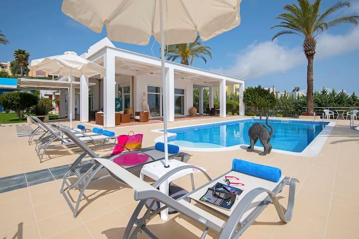 Grande Dame Villa, Rhodes Town - Rhodos - Hus