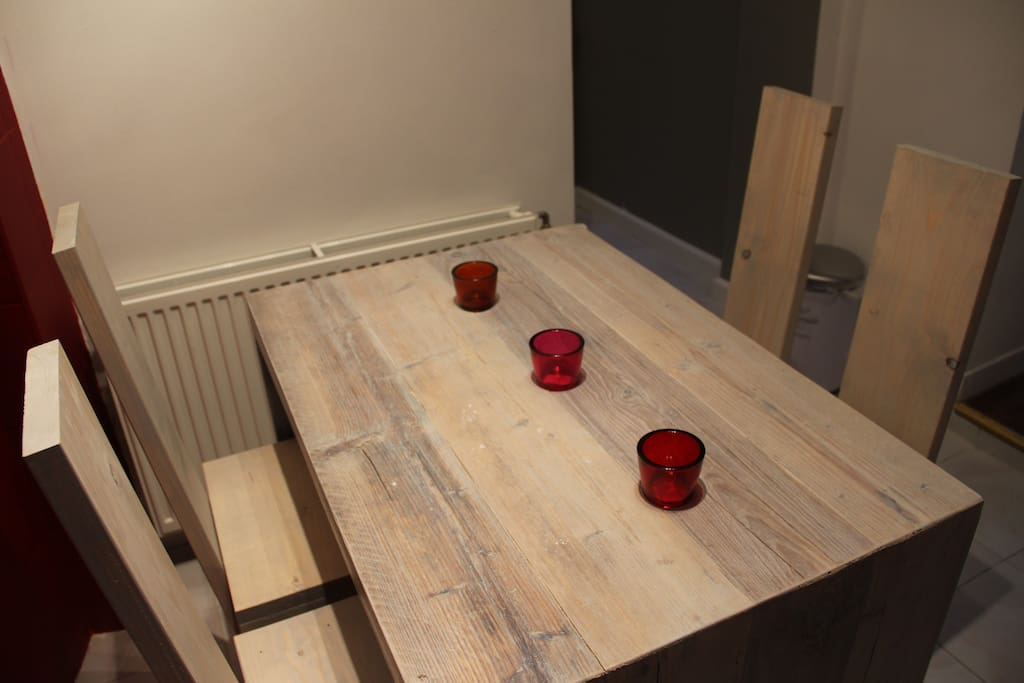 Dining area with upcycled dining set for 4 people
