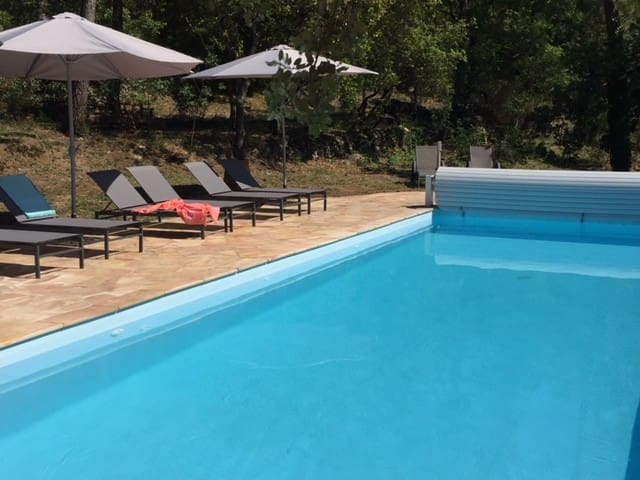 Beautiful Bastide 2/4 BR, calm, views, heated pool