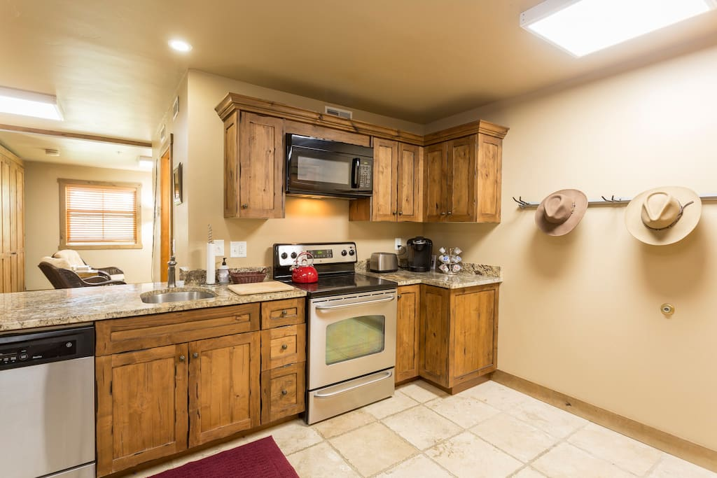 Shared usage-Full sized kitchen