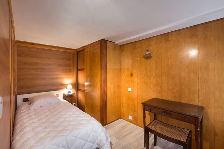 La chambre des mousses modulable avec un ou deux lits de 90 en fonction de vos souhaits.