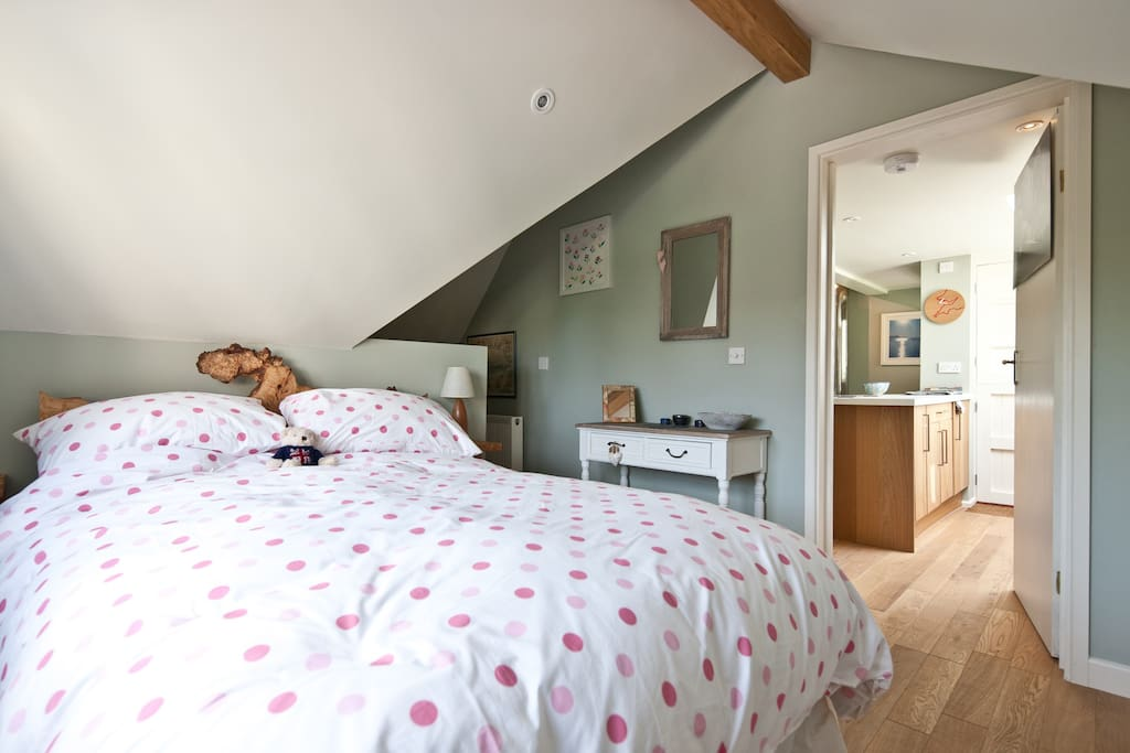 Bedroom with unique 'burr alder' headboard