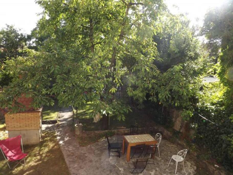 Un grand jardin agréable où se prélasser après les journées parisiennes