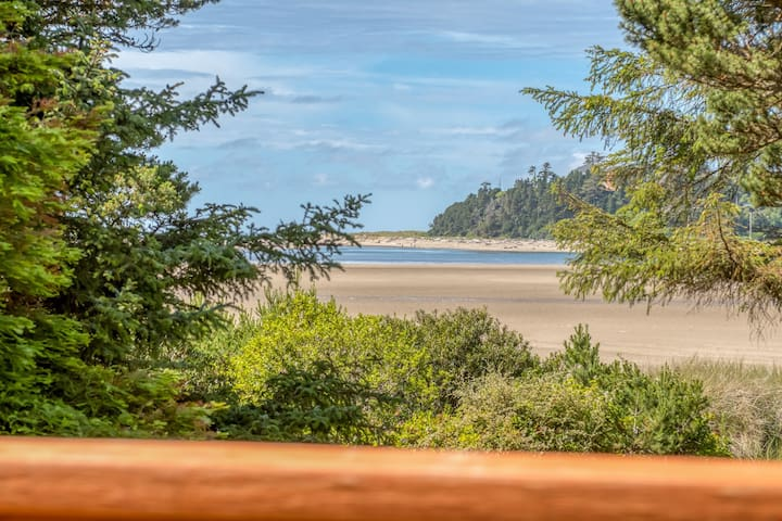 Bay Front Escape - Beautiful Two Bedroom Home on Siletz Bay w/Private Access Trail to the Beach