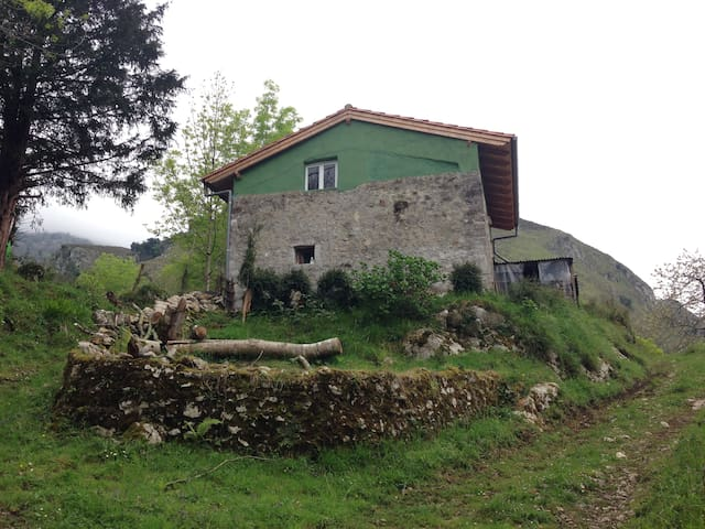 Beautiful Asturian Hut - Puron - Cabin