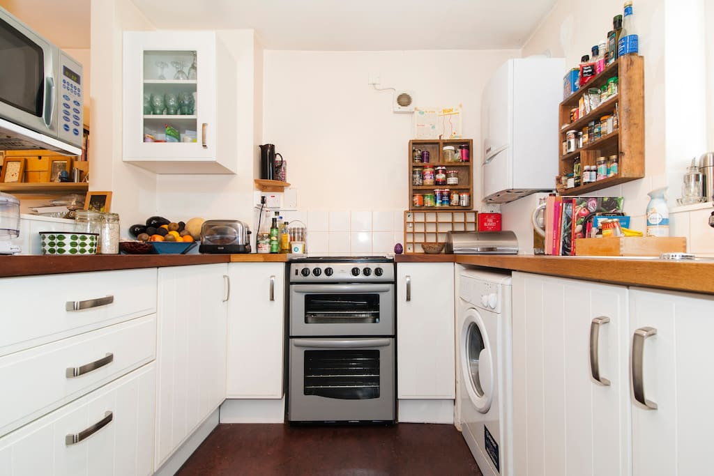 fully equipped kitchen with smoothie maker, microwave, gas hob oven, washing machine etc.