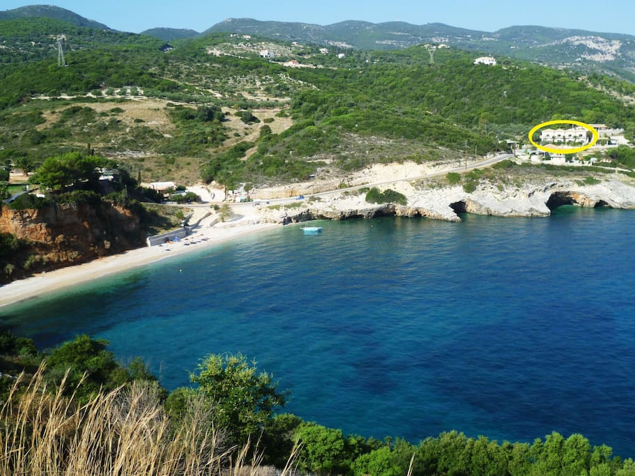 Makris Gialos bay and beach