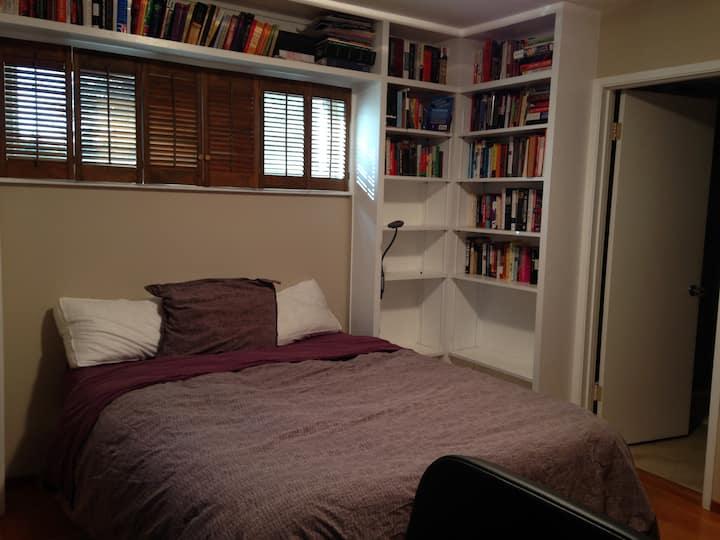 Bedroom walking distance from SLAC, Menlo Park, CA