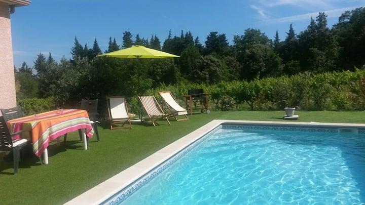 Chambres privées  pour 5 personnes avec piscine